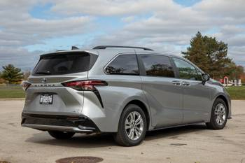 2021 Toyota Sienna: 4 Things We Like and 4 Things We Don't