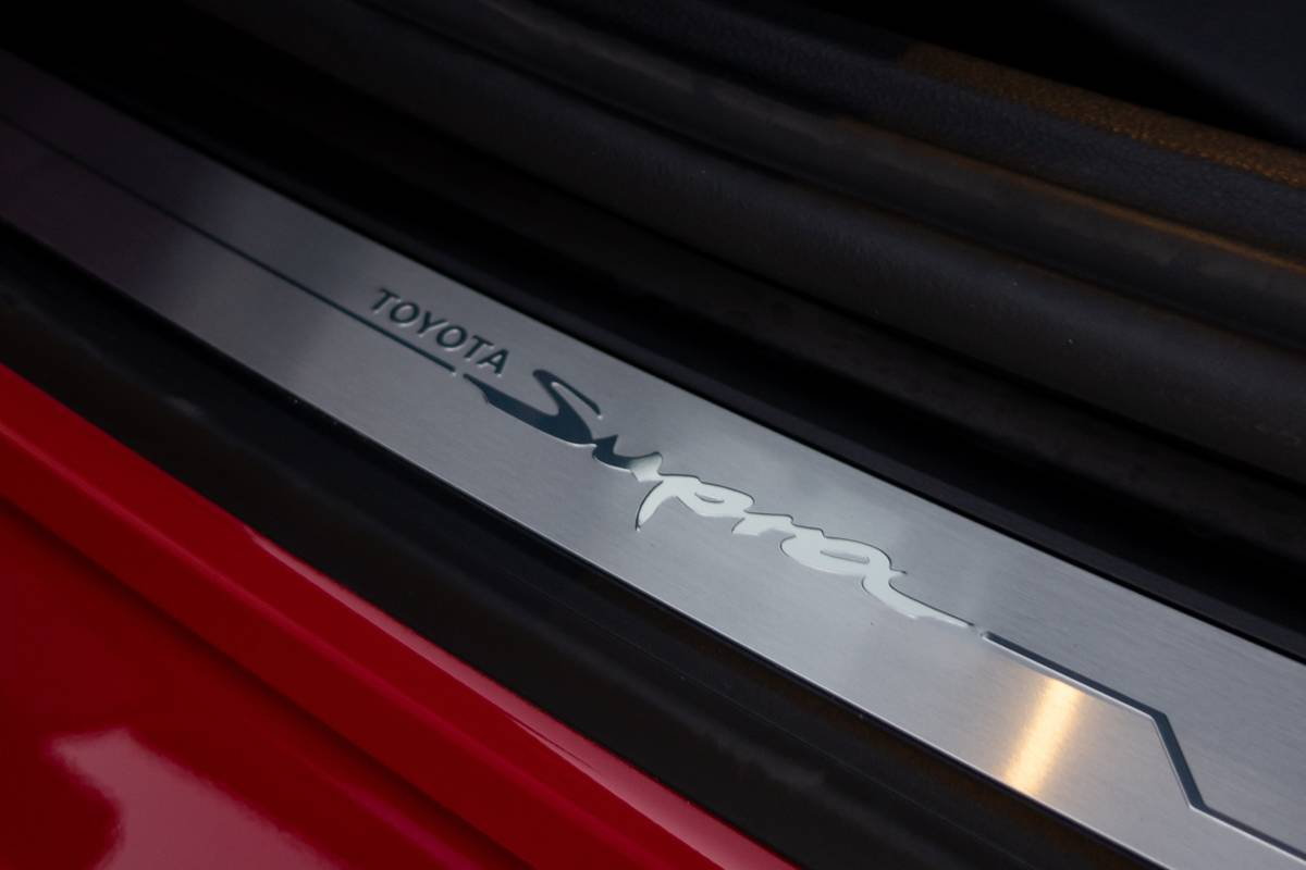 toyota-supra-2020-26-badge--doors--interior.jpg