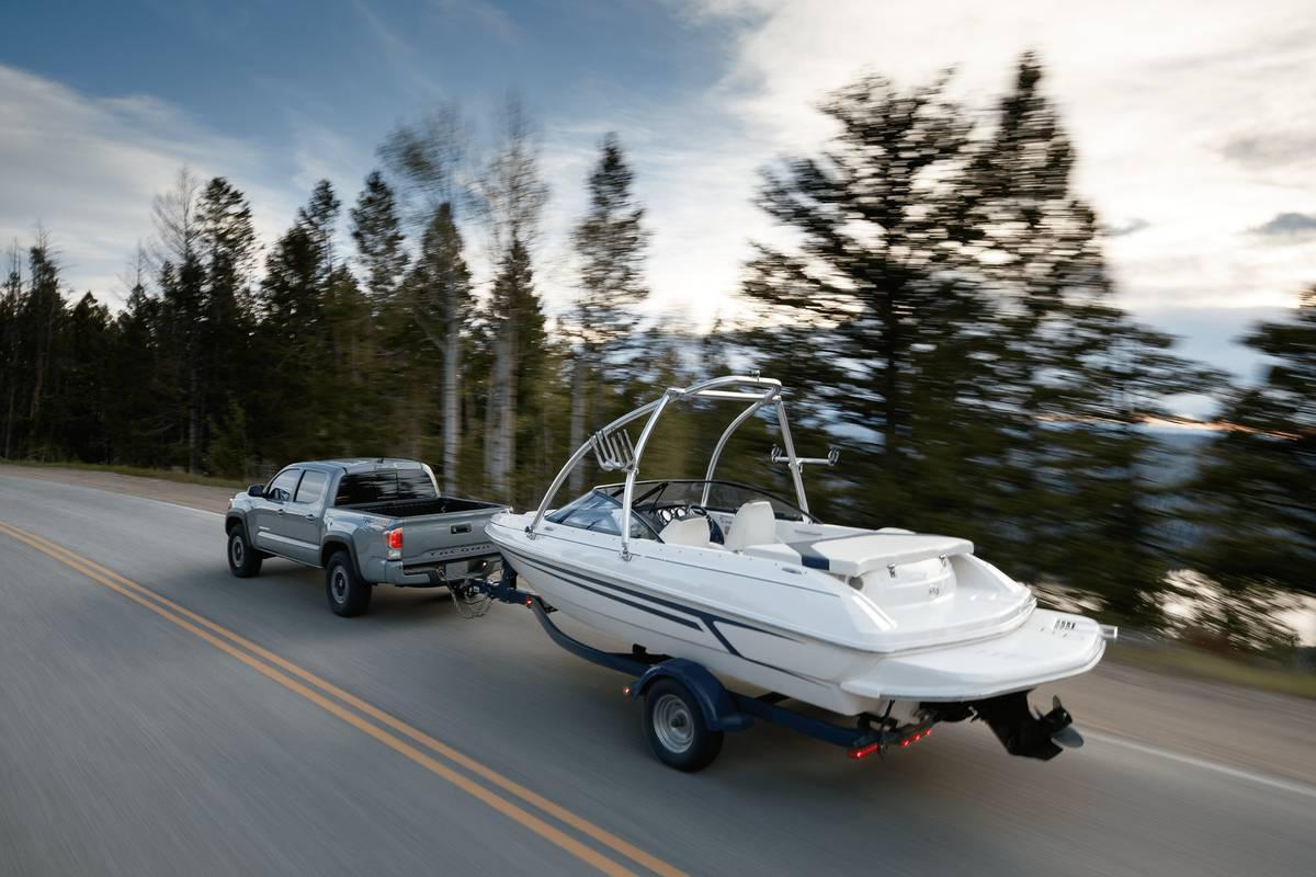 toyota-tacoma-2020-01-angle--dynamic--exterior--rear--towing.jpg