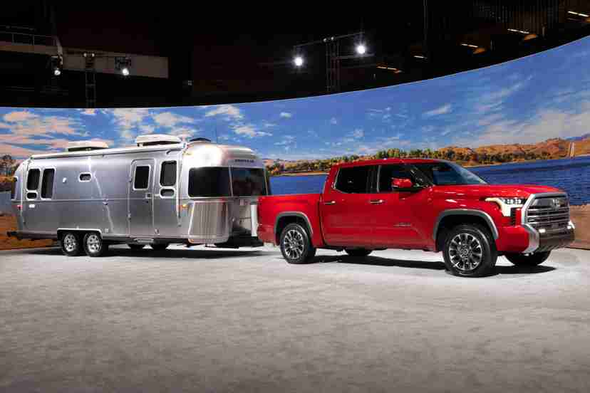 toyota-tundra-limited-2022-01-angle-exterior-mobiletrailer-truck