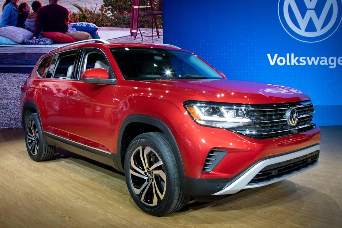 volkswagen-atlas-2021-1-angle--exterior--front--red.jpg