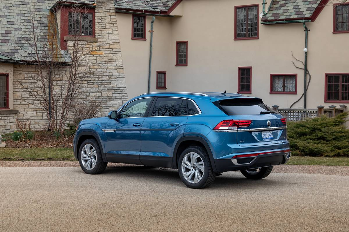 2020 Volkswagen Atlas Cross Sport Test Drive Video Fewer Seats More Style News Cars Com