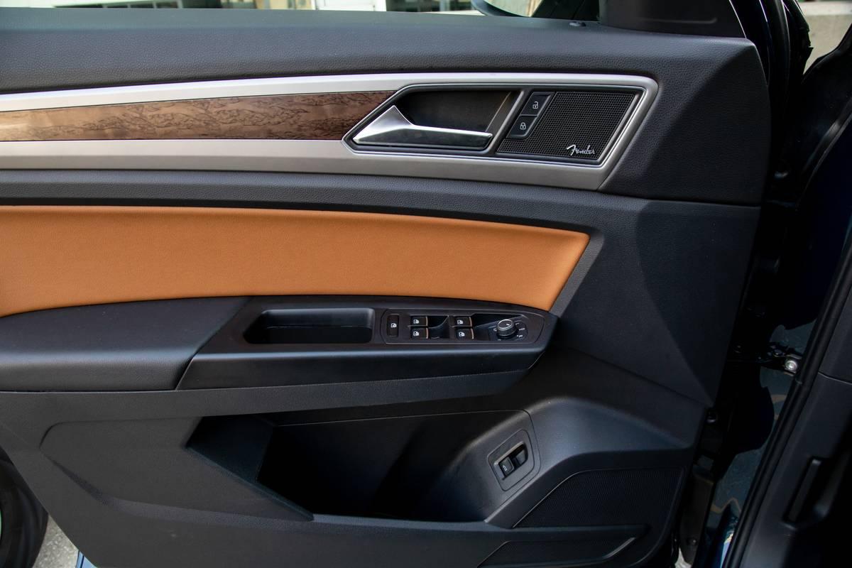 volkswagen-atlas-sel-awd-2019-38-doors--front-row--interior.jpg