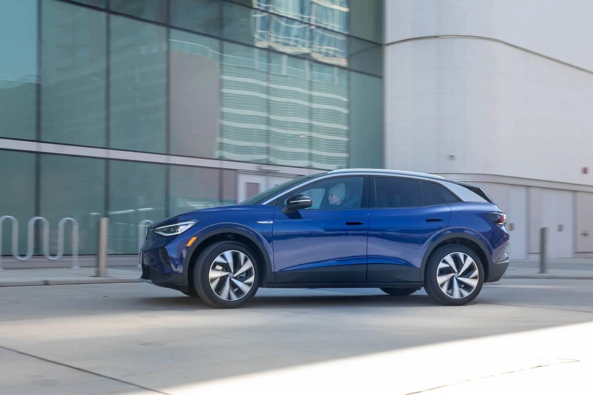 volkswagen-id4-1st-edition-2021-01-blue--exterior--profile.jpg