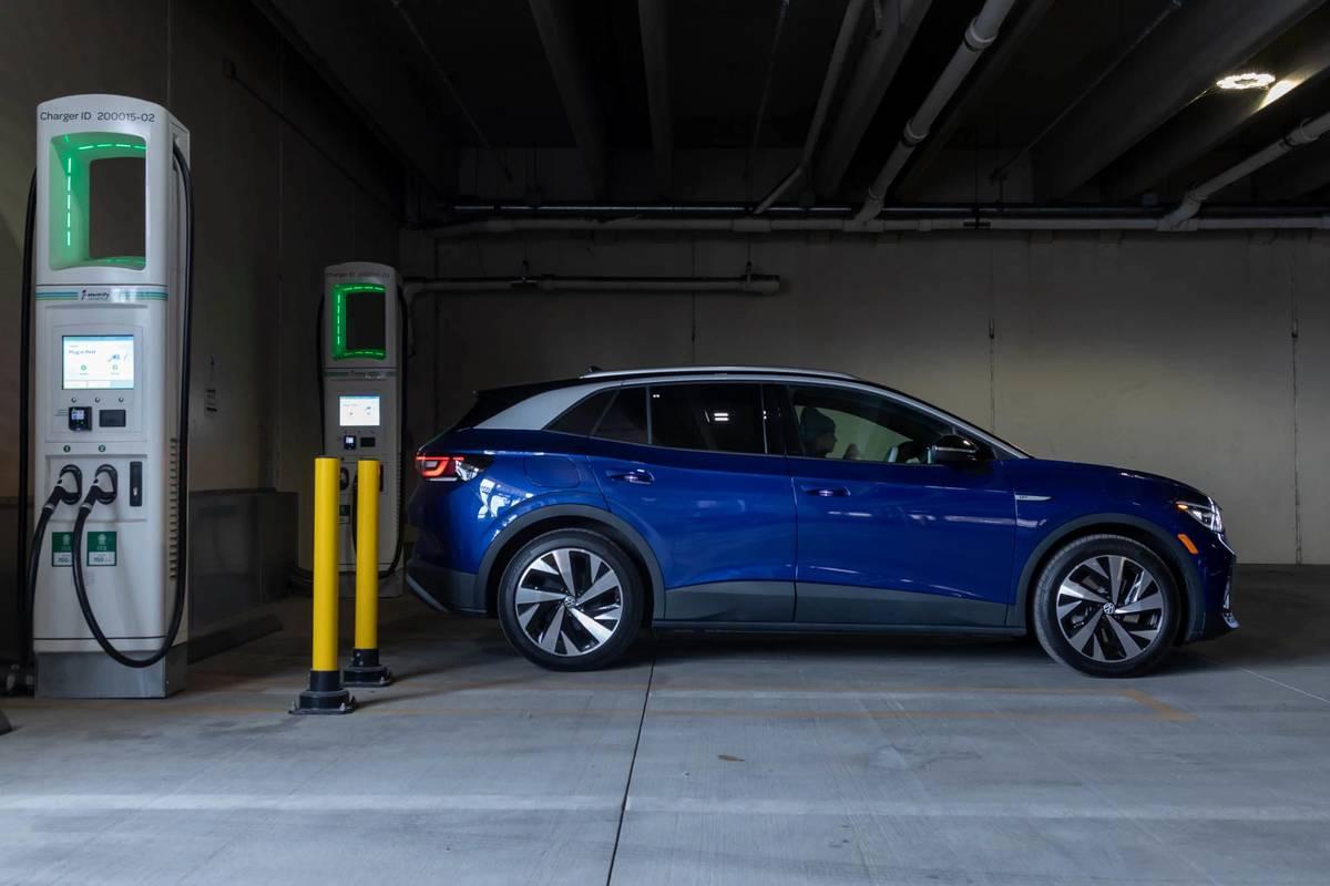 volkswagen-id4-1st-edition-2021-64-blue--charging--exterior--profile.jpg