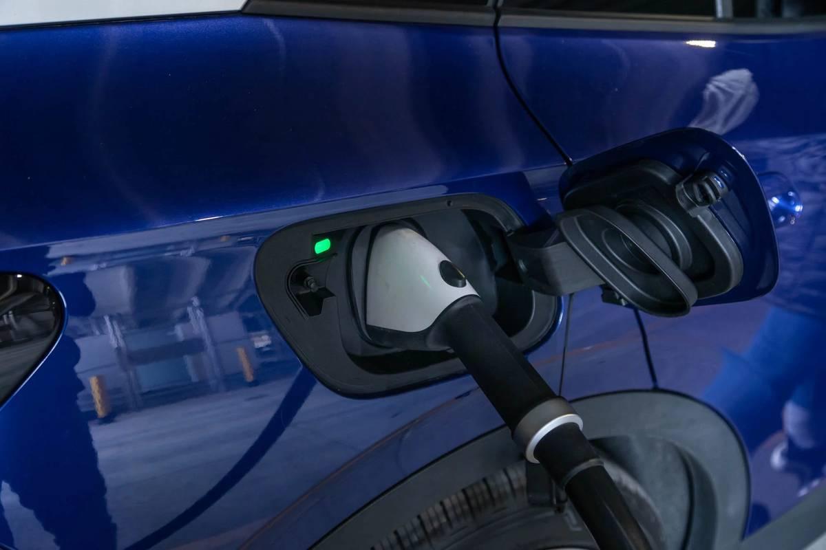 volkswagen-id4-1st-edition-2021-68-blue--charging--charging-port--exterior.jpg