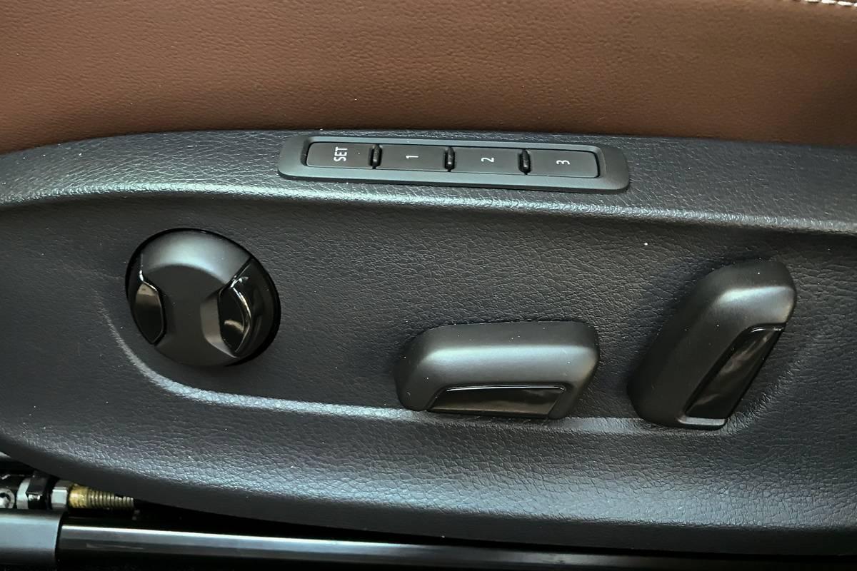 2020 Volkswagen Passat SEL seating controls