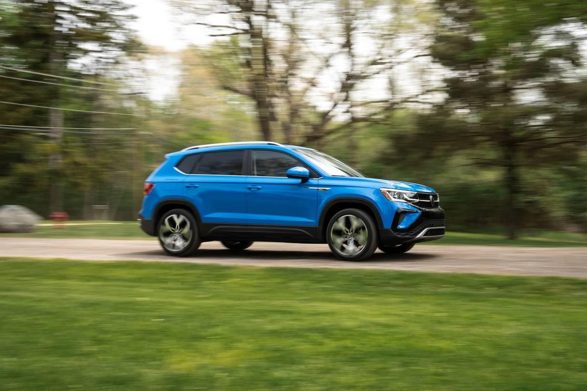 volkswagen-taos-sel-2022--01-blue--dynamic--exterior--profile.jpg