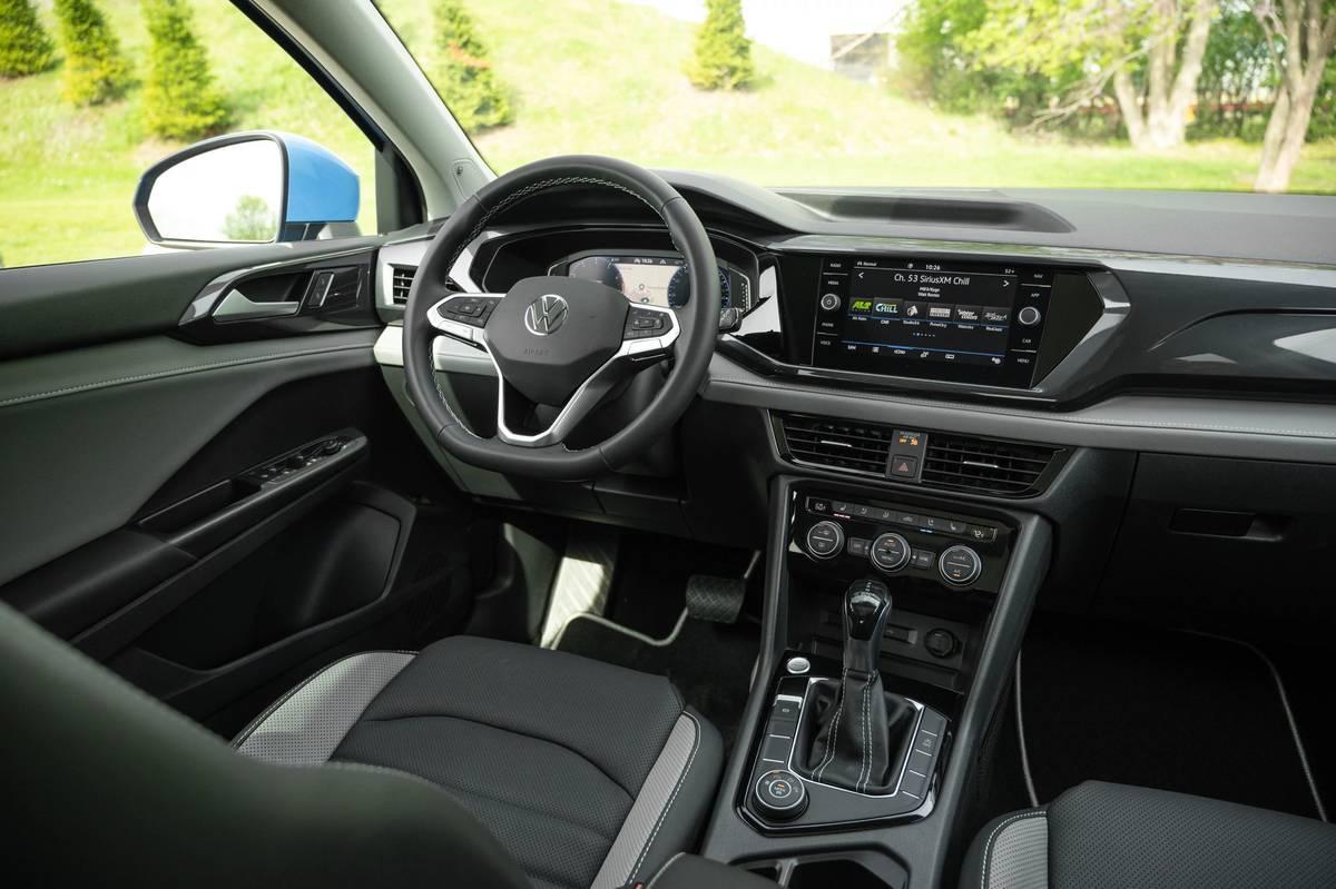 volkswagen-taos-sel-2022--24-angle--front-row--interior.jpg