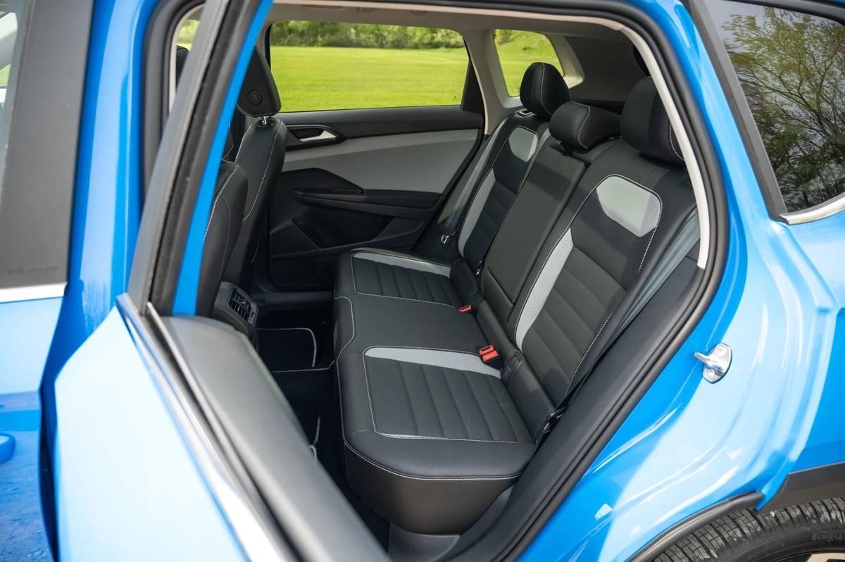 volkswagen-taos-sel-2022--41-backseat--interior.jpg