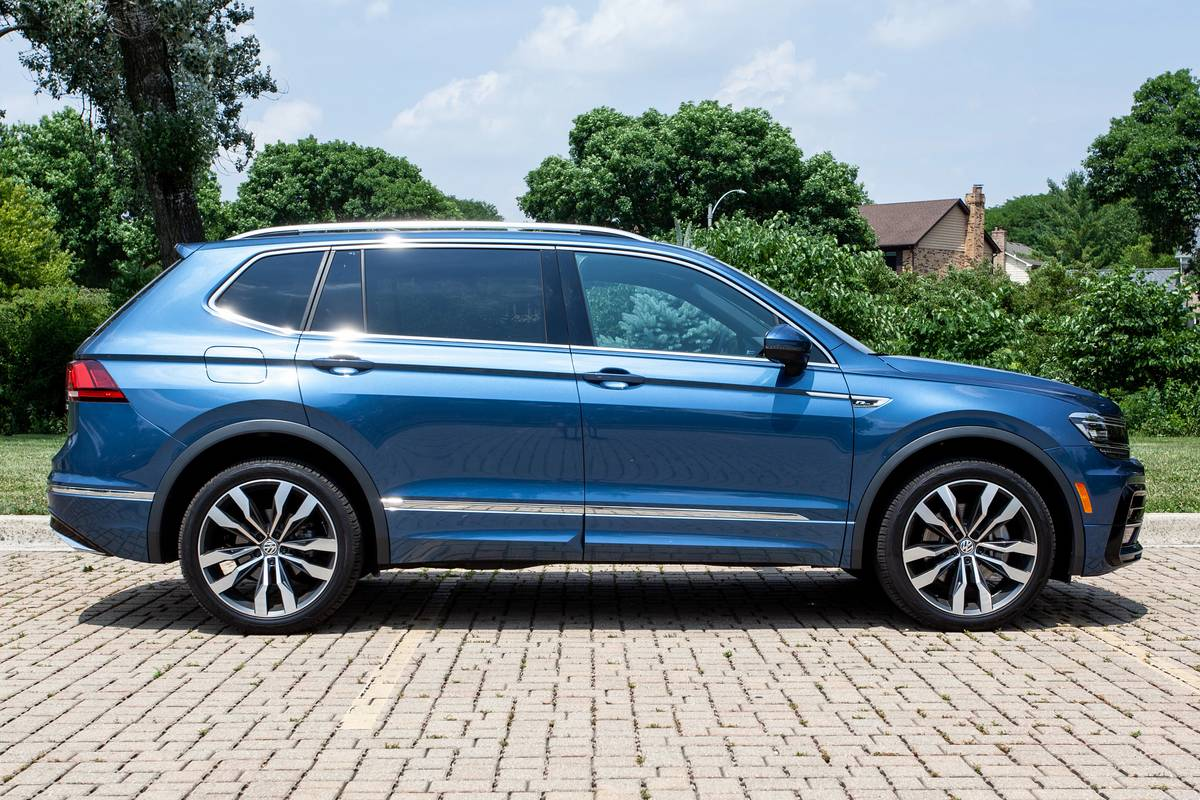 Side view of a blue 2020 Volkswagen Tiguan R Line