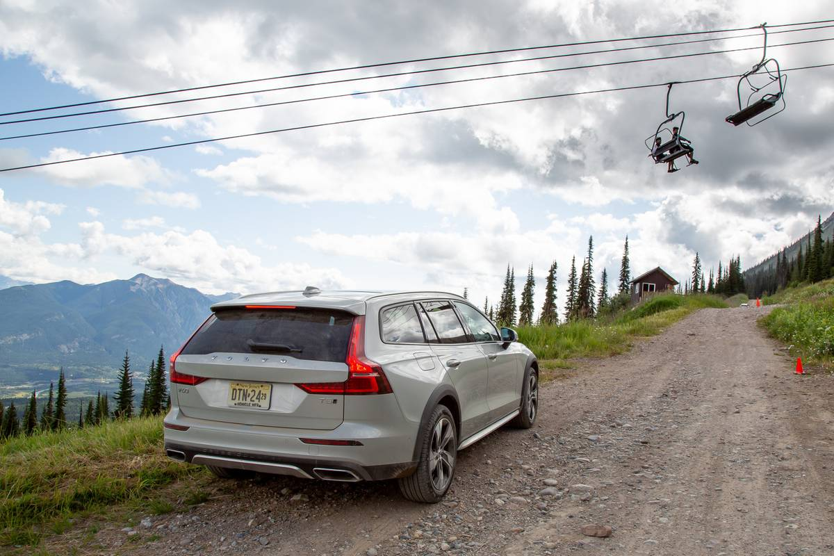 2020 Volvo V60 Cross Country: 6 Pros and 4 Cons