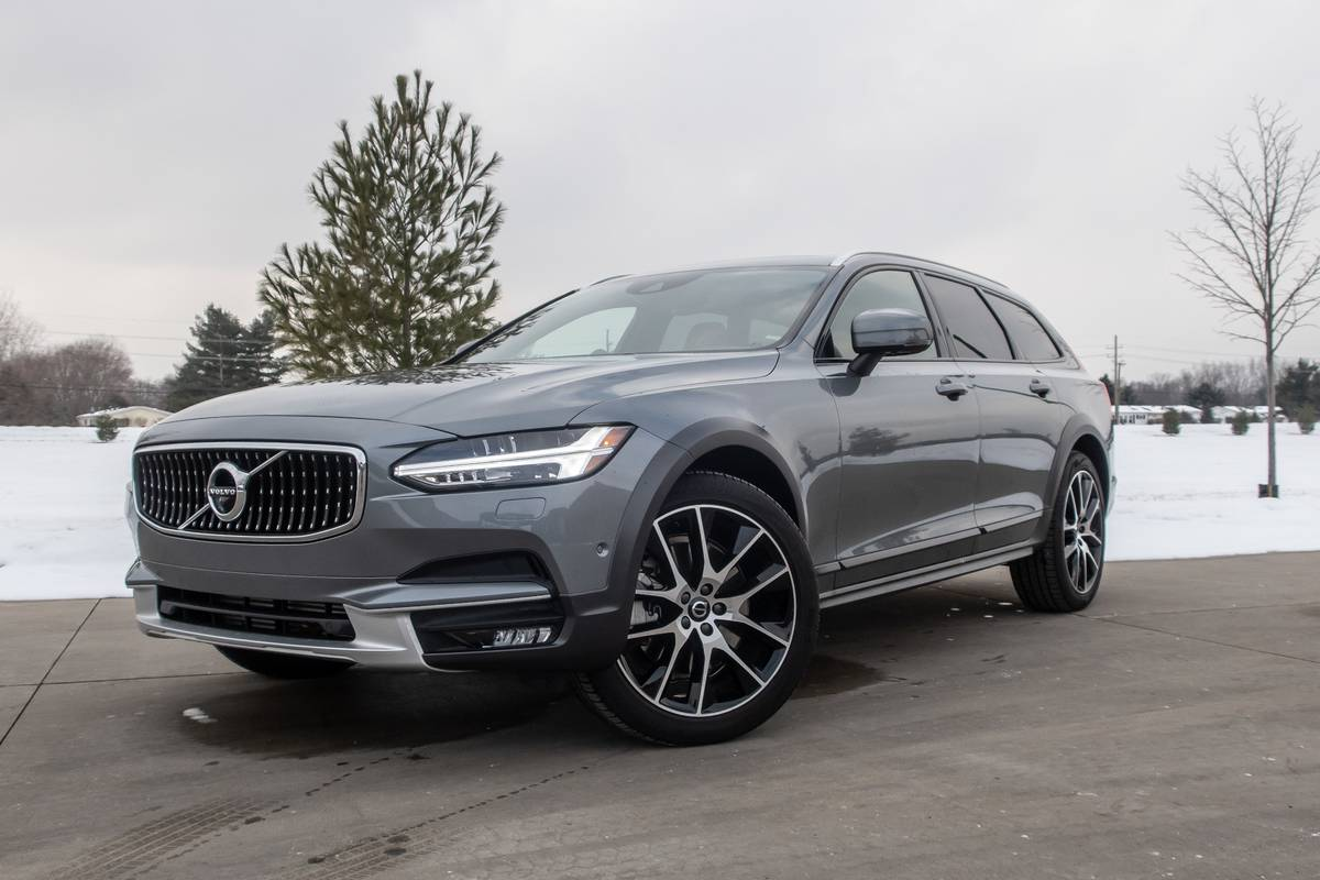 volvo-v90-cross-country-2020-28-angle--exterior--front--grey--snow.jpg