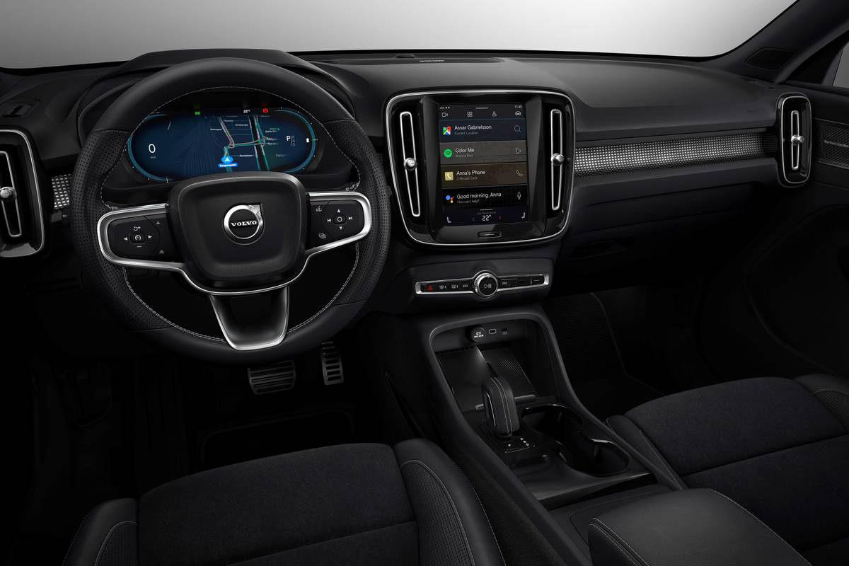 volvo-xc40-recharge-2021-06-cockpit-shot--front-row--interior.jpg