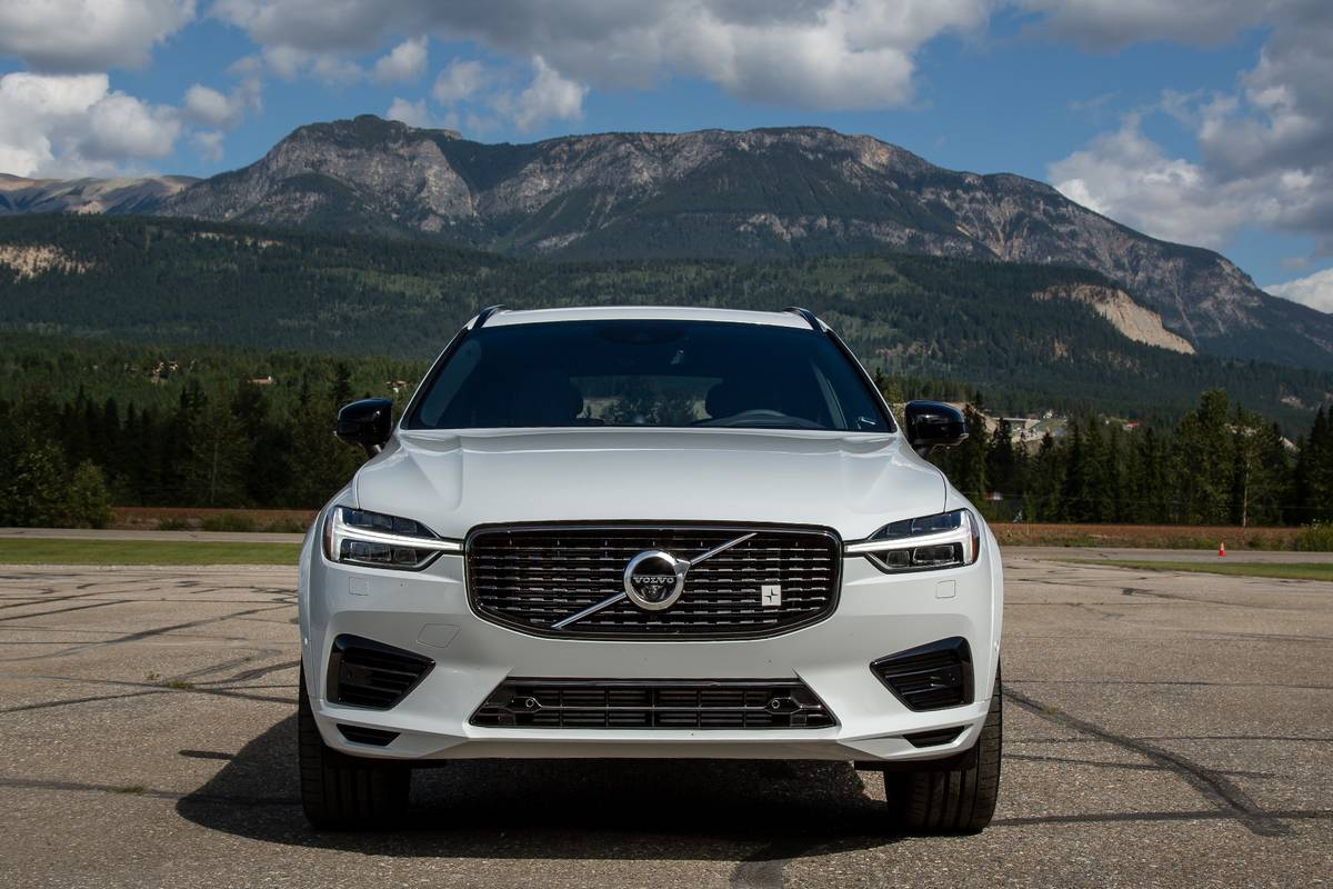2020 Volvo XC60 T8 Polestar parked in front of mountains