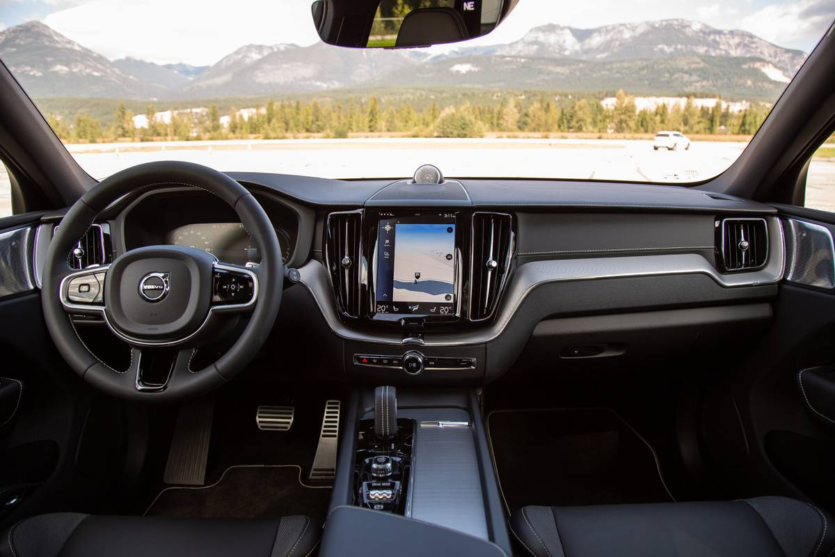 2020 Volvo XC60 T8 Polestar dashboard
