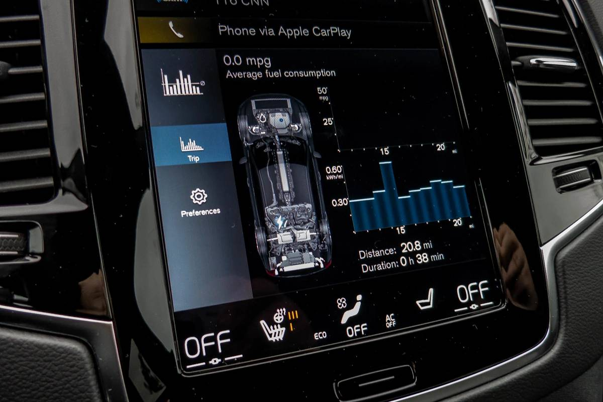 2021 Volvo XC90 Recharge touchscreen