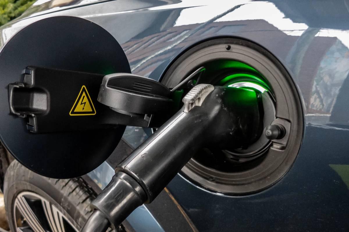 2021 Volvo XC90 Recharge charging port