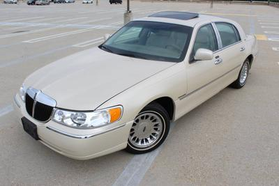 Used Lincoln Town Cars For Sale In Boston Ma Less Than 7 000 Dollars