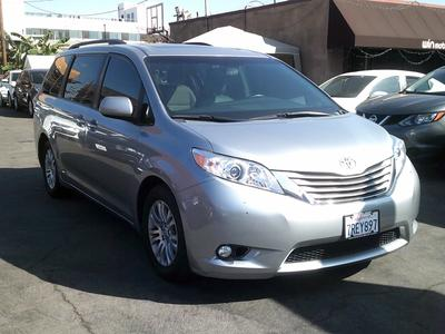 Toyota Sienna 2015 for Sale in Los Angeles, CA