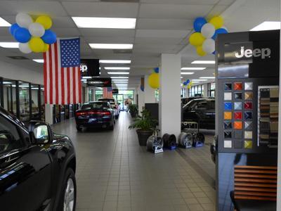 Lindsay Chrysler Dodge Jeep Ram Image 5