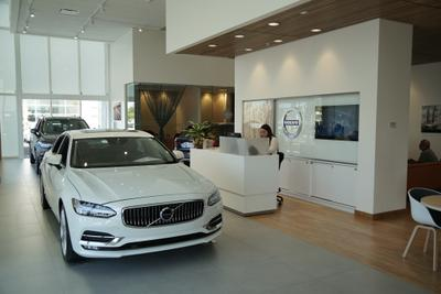 Volvo Cars of Naples Image 5