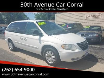 Chrysler Town & Country 2005 for Sale in Kenosha, WI