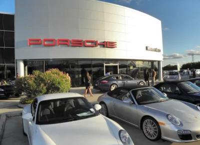 Momentum Porsche Image 1