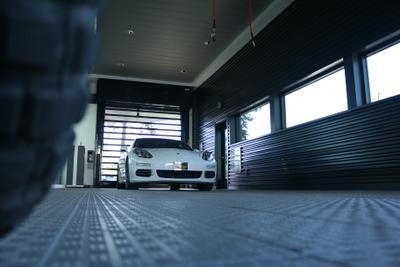 Porsche Bend Image 2