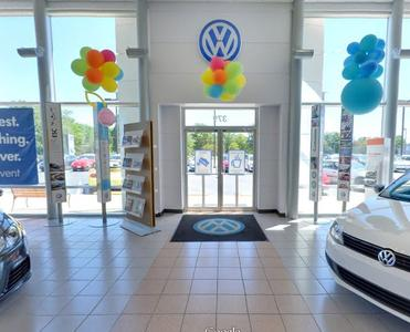 Byers Volkswagen by the Airport Image 9