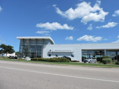 BMW of Milwaukee North Image 2