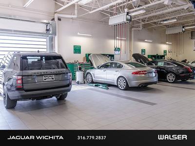 Jaguar, Land Rover of Wichita Image 2