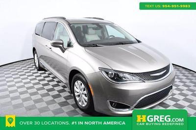 Chrysler Pacifica 2017 for Sale in Miami, FL