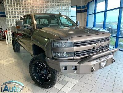 Chevrolet Silverado 2500 2015 for Sale in Cincinnati, OH
