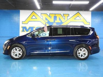 Chrysler Pacifica 2018 for Sale in Detroit, MI