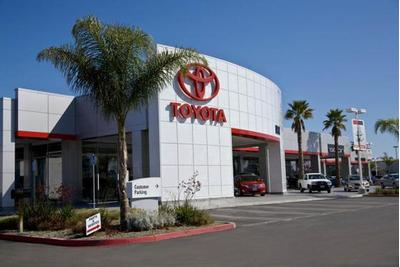 DCH Toyota of Oxnard Image 3