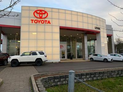 Lithia Toyota of Springfield Image 2
