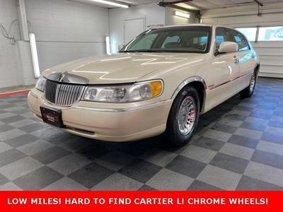 Lincoln Town Car 2000 a la venta en Cuyahoga Falls, OH