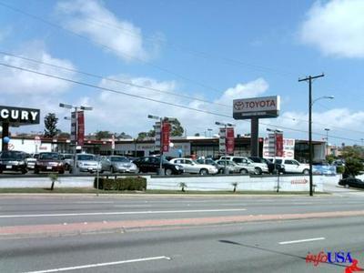 Manhattan Beach Toyota Image 1