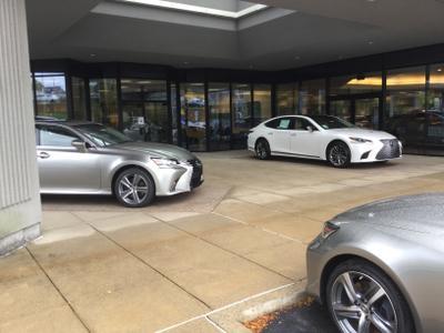 Lexus of North Hills Image 5