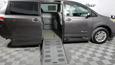2013 Toyota Sienna XLE for sale VIN: 5TDYK3DCXDS371432