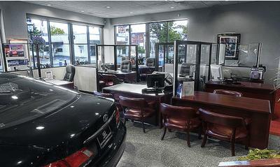 Lexus of Englewood Image 6