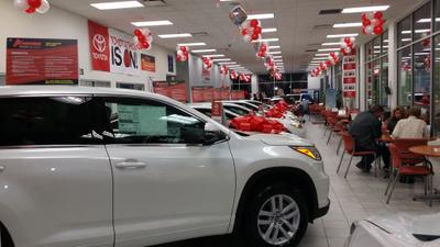 Advantage Toyota Valley Stream Image 3