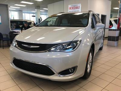 Chrysler Pacifica 2017 for Sale in Larchmont, NY