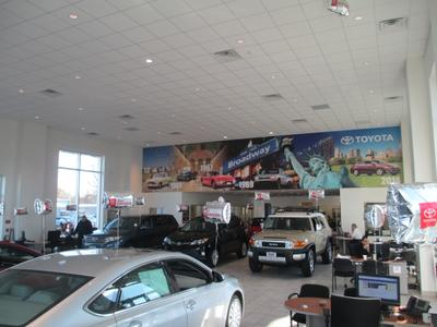 Toyota World of Lakewood Image 4