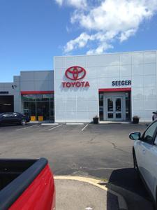 Seeger Toyota of St. Robert Image 8