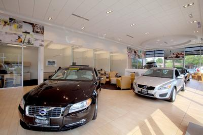 Fields Volvo Cars of Northfield Image 3