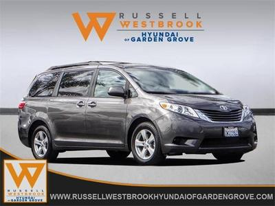 Toyota Sienna 2017 for Sale in Garden Grove, CA