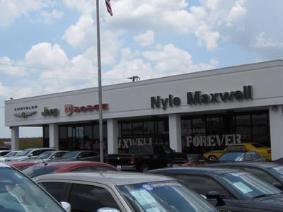 Nyle Maxwell Chrysler Jeep Dodge of Taylor Image 4