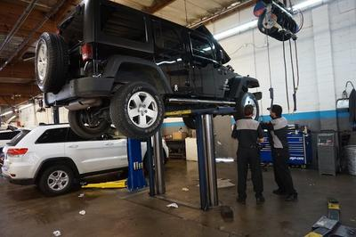 Bakersfield Chrysler Jeep Fiat Image 1